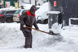 man-working-in-snow1